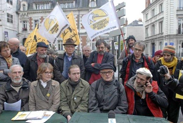 http://sd-4.archive-host.com/membres/images/83700288762628507/2012/11_12/conf_de_presse600.jpg