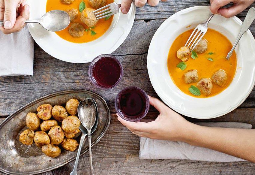 Soupe italienne à la tomate et boulettes de seitan