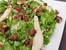 Salade verte au tofu fumé et croûtons aux herbes de Provence