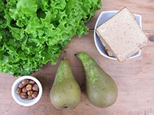 Salade verte aux tofu fumé et croûtons aux herbes de Provence.