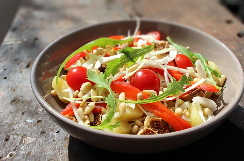Salade pommes de terre figues tomates & sauce orange.