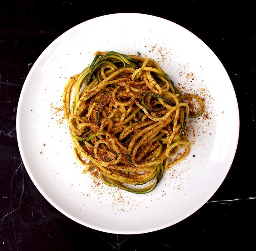 Spaghettis de courgette sauce cacahuète