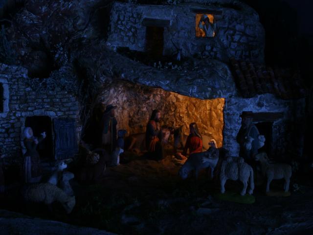 La crèche de Lucien et Agnès ou... l'arlésienne ! M3_NativiteNuit